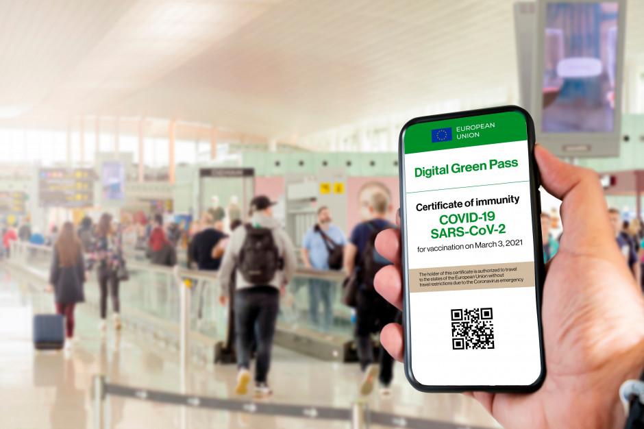 Paszport covidowy. Jest już dostępna aplikacja do odczytu certyfikatu covidowego. Zaświadczenie ułatwi podróże po UE