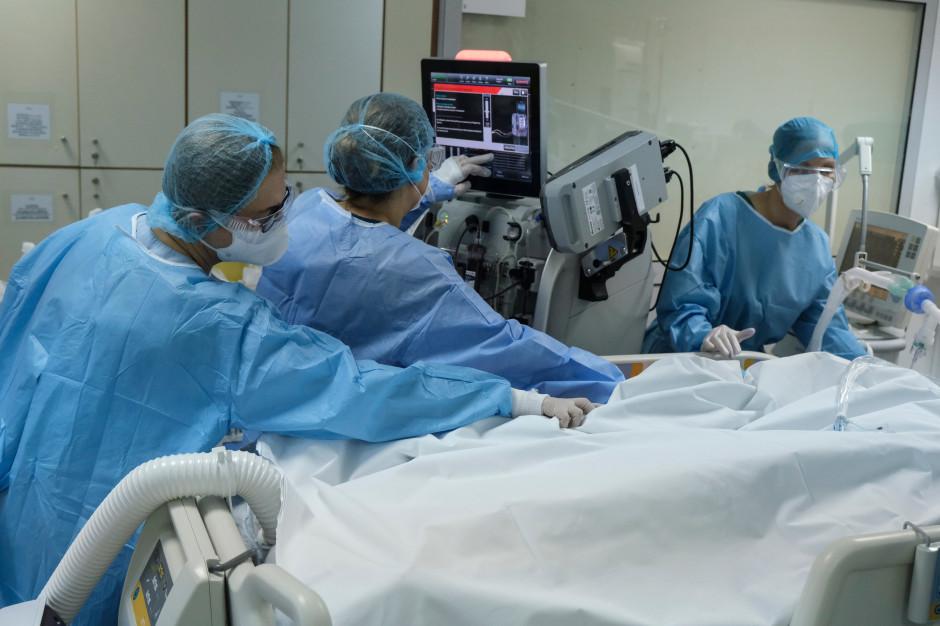 Koniec finansowania dodatków 4x400 zł. Ministerstwo Zdrowia obiecuje: wynagrodzenia nie zostaną zmniejszone