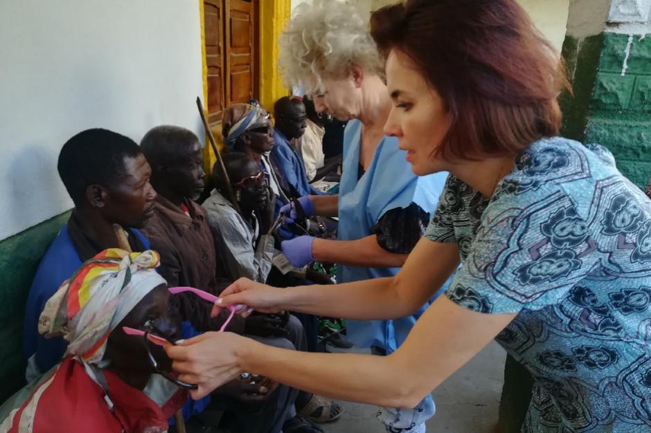 Okuliści z Polski dotarli do Tanzanii. Pomagają w leczeniu i operacjach zaćmy