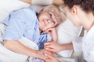 Chcesz odwiedzić babcię w szpitalu? Okaż zaświadczenie o zaszczepieniu