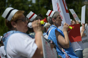 """PILNE. W piątek decyzja o dalszych protestach pielęgniarek i położnych. Ptok: """"Przegrana bitwa to nie przegrana wojna"""""""