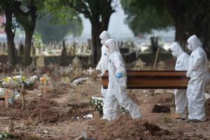 Tragiczny bilans pandemii koronawirusa. Z powodu COVID-19 zmarło ponad 4 miliony ludzi na świecie