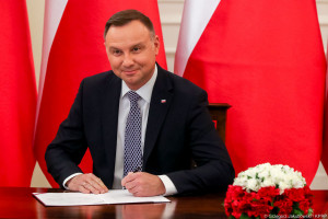 Andrzej Duda podpisał ustawę o najniższym wynagrodzeniu. Jak zmienią się pensje?