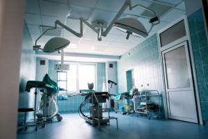 Protezy rogówki uratowały wzrok poparzonego żrącym płynem. Operację wykonali chirurdzy z Zabrza