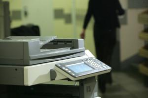 Mimo przyspieszenia cyfryzacji szpitale drukują coraz więcej dokumentów. Co się dzieje?