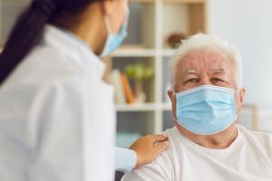 """Po 1 lipca wzrosną zarobki opiekunów medycznych. OSOM: """"Do tej pory zarabiali minimalną krajową"""""""