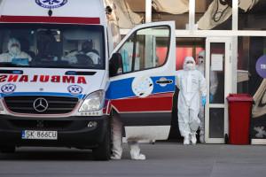 Koronawirus zebrał śmiertelne żniwo wśród medyków. Zmarło 231 lekarzy i 185 pielęgniarek
