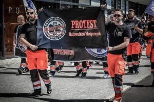 Ratownicy medyczni domagają się podwyżek. Zapowiadają protesty w największych miastach