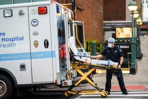 Stracili pracę w szpitalu po odmowie szczepienia na Covid-19. Zwolniono 153 osób