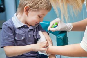 Szczepienia obowiązkowe: coraz więcej rodziców dzieci odmawia