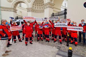 """Piloci LPR protestowali przed Ministerstwem Zdrowia: """"Z Covidem walczymy dodatku nie widzimy"""""""