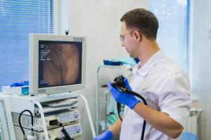 Onkolog o terapii sekwencyjnej w raku jelita grubego: mierzymy do choroby różnymi rodzajami amunicji