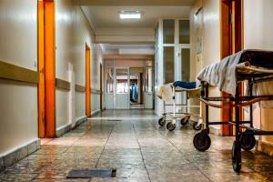 """Polski Ład zrujnuje ochronę zdrowia? """"Mogą być zamykane szpitale"""". Lekarze będą rezygnować z pracy"""