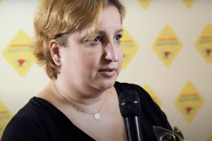 Prof. Karolina Sieroń przez osiem dni była podłączona do respiratora. Przestrzega przed czwartą falą