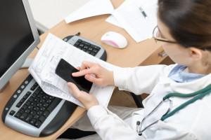 NFZ łagodzi przepisy dotyczące teleporad. Jest nowe zarządzenie. Koniec karania lekarzy?