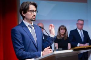 """Nagroda Karski2020 trafiła do młodego lekarza. Założył Fundację """"Ambulans z Serca"""""""