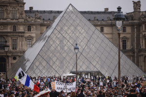 Francja: 114 tys. osób protestowało przeciw szczepieniom i certyfikatom covidowym