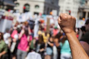 Protesty przeciw obostrzeniom na Cyprze. Doszło do ataku na stację telewizyjną