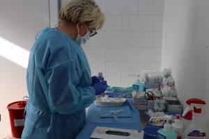 Prof. Pyrć: szczepienie przeciw Covid-19 to nie eksperyment medyczny, badano je bez taryfy ulgowej