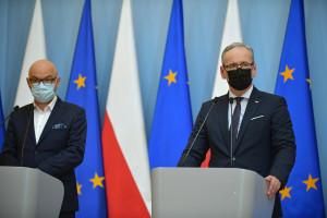 """Premie dla POZ za szczepienia. """"Na koniec roku nawet 10 tys."""" Prezes NFZ podał wyliczenia"""