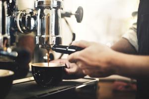 Pijesz dużo kawy? Możesz mieć problemy z pamięcią, a nawet doświadczyć udaru mózgu