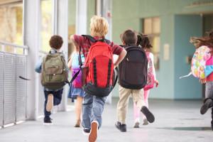 """Dzieci we wrześniu powinny pójść do szkoły. """"Ciężki przebieg COVID dotyczy mniej niż procenta zakażonych"""""""
