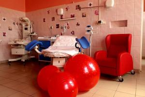 Szpital w Strzelinie umożliwia porody rodzinne. Jest filią wrocławskiego USK