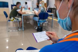 Paszport covidowy bez szczepienia? To nie takie trudne. W sieci kwitnie handel certyfikatami COVID-19