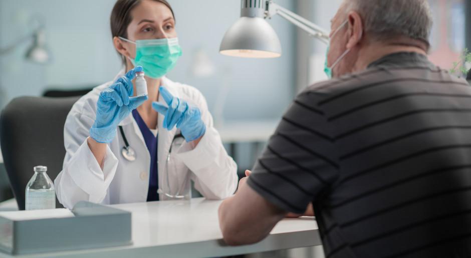 Premie dla lekarzy rodzinnych za szczepienia. Jest zarządzenie NFZ. Wiemy, ile dostaną POZ