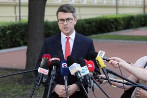 Müller potwierdza: rząd poważnie rozważa obowiązkowe szczepienia medyków