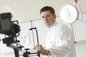 Prof. Witold Owczarek rozprawia się z mitami dotyczącymi leczenia biologicznego