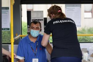 Po Polsce będą jeździły mobilne punkty szczepień. To pomysł rządu na odporność populacyjną
