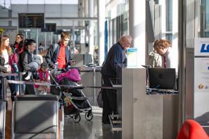 Paszport covidowy. Jak założyć Certyfikat COVID-19? Coraz więcej krajów wymaga zaświadczenia