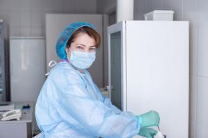Szpital zatrudni pielęgniarki. Proponuje 8800 zł za 40 godzin tygodniowo