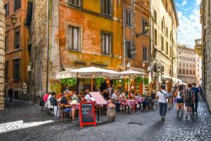 Od 6 sierpnia obowiązkowe paszporty covidowe we Włoszech. Będą niezbędne m.in. w kinie i restauracji