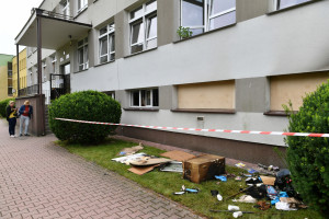 Podpalono sanepid i punkt szczepień w Zamościu. Morawiecki: to bandytyzm antyszczepionkowy
