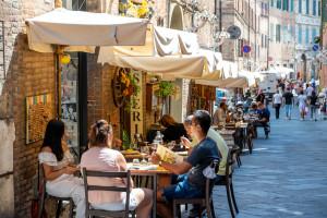 Prawie połowa Włochów ma już przepustkę Covid-19. Wkrótce może być potrzebna także w podróży