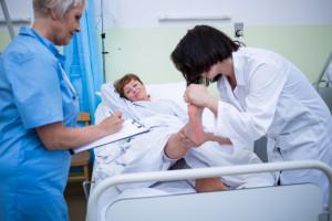 Skandal z podwyżkami pielęgniarek. Masowo dochodzi do nieprawidłowości