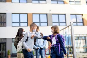 1 września dzieci wracają do szkół. Minister Czarnek jest przeciwny obowiązkowym szczepieniom
