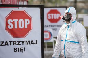 Ekspert: Wiele wariantów wirusa to normalna rzecz, a nie newsowa rewelacja