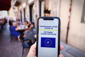 We Włoszech w szczycie wakacji weszły przepustki Covid-19 przy wstępie do wielu miejsc