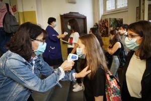 Powrót do szkół. Czarnek obiecuje 100 mln zł na sprzęt do dezynfekcji i pomiaru temperatury