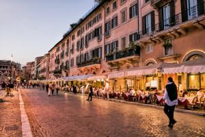 Włochy. Nabywcy fałszywych paszportów szantażowani przez dostawców