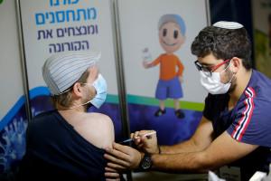 Izrael: Wracają obostrzenia covidowe. Zielona przepustka i limity w sklepach od przyszłego tygodnia