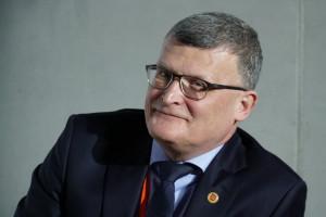 Dr Grzesiowski chce pełnych informacji ze szkół. Zależy mu na szacowaniu ryzyka