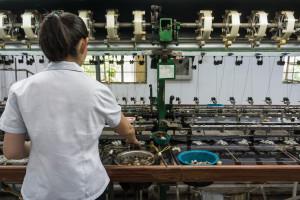 Będzie bat na niezaszczepionych pracowników: degradacja, albo bezpłatny urlop