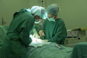 Lekarka za późno skierowała ciężarną na cesarskie cięcie. Dziecko zmarło po porodzie