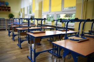 1 września. Nowy rok szkolny rozpoczyna 4,6 mln uczniów. Nauka stacjonarnie, ale w reżimie sanitarnym