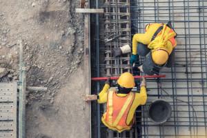 Niezaszczepieni pracownicy trafią na bezpłatny urlop? OPZZ protestuje