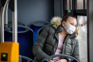 Koronawirus w Polsce. Mniej zakażeń niż w sobotę, znacznie więcej niż tydzień temu. Nie było zgonów